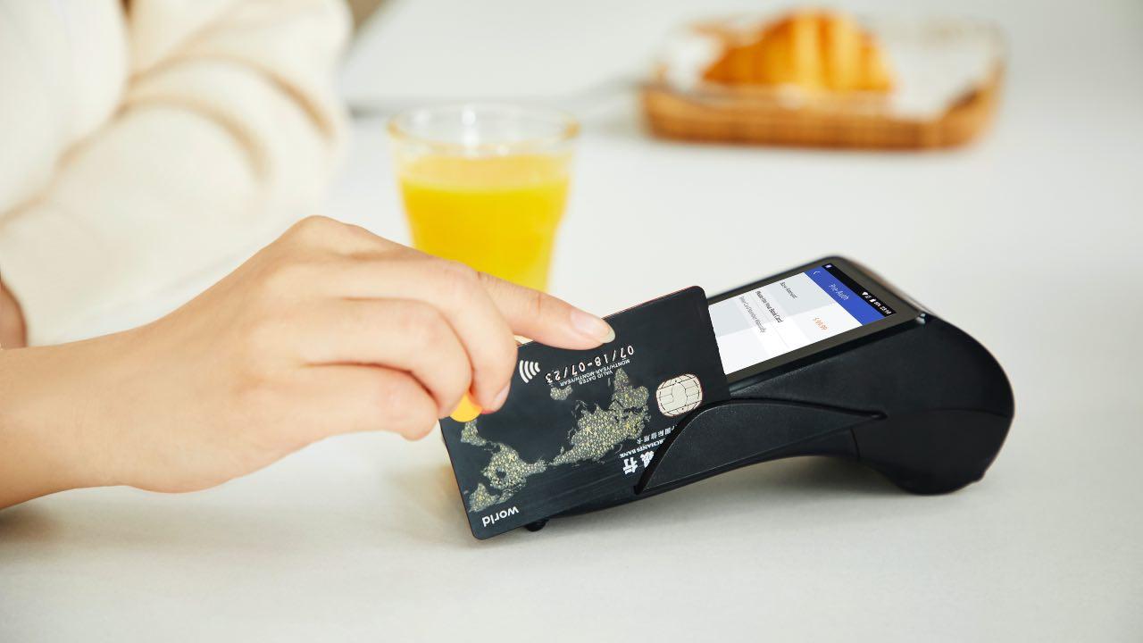 prestar tarjeta de crédito