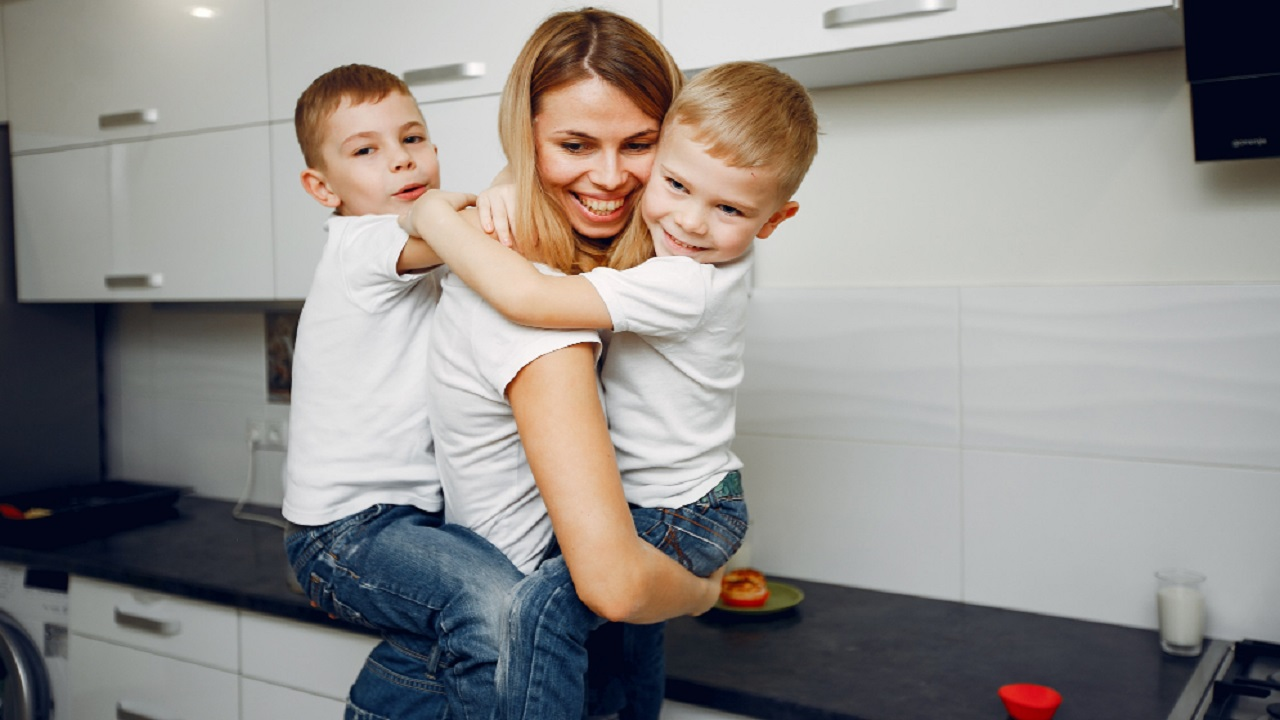 Consejos para que tu hijo tenga buena relación con el dinero