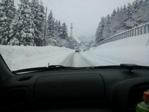 神立付近の17号も圧雪路面