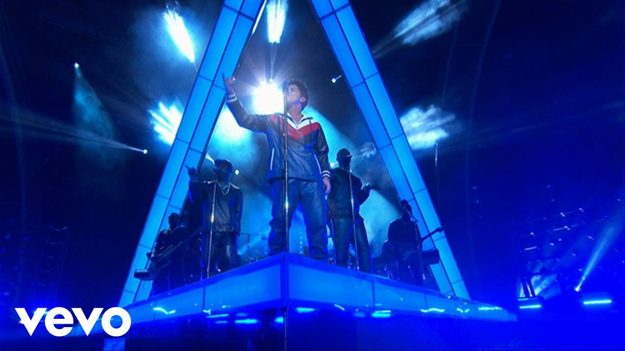 Bruno Mars – That's What I Like (LIVE from the 59th GRAMMYs)