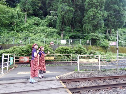 JR天ヶ瀬駅のホームのすぐそば