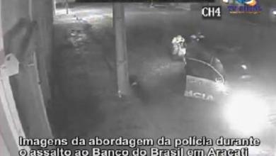 Photo of ARACATI: Imagens mostram policiais sendo atingidos durante assalto a banco; veja vídeo
