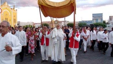 Foto de Dia de Corpus Christi: Em Milagres Fiéis Comemoram Com Missa e Procissão