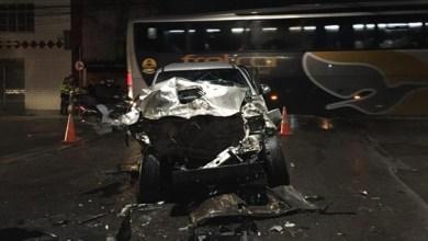 Veículo ficou destruído e quatro pessoas saíram lesionadas (Foto: foto: via WhatsApp O POVO )