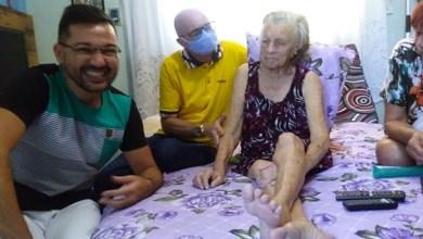 Foto de Emocionante! Com medidas de segurança, idosa realiza o sonho de conhecer o Locutor Roberlandio Nunes
