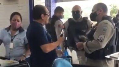 Foto de Delegado é preso após negar usar máscara e sacar arma para fazer ameaças
