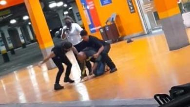 Foto de Homem negro morre após ser espancado por segurança e PM em supermercado de Porto Alegre; veja vídeo