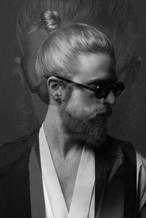 Hombre con chonguito, lentes de sol y elegante