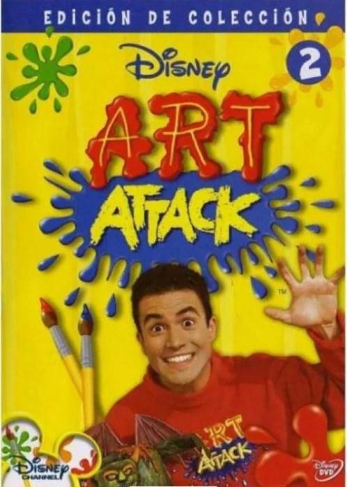 homem com moletom vermelho e ataque de arte