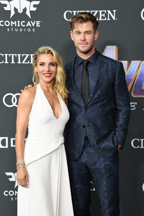 Elsa Pataki y su esposo Chris Hemsworth que interpreta a Thor, el dios del trueno en la premiere de la película de Avengers: Endgame en Los Angeles