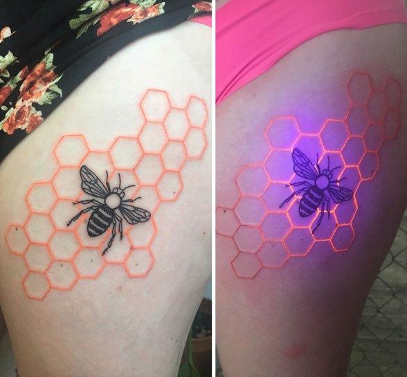 Тату пчелы на сотах с ультрафиолетовым эффектом