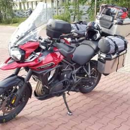 Zapakowany motocykl na wyprawę do Norwegii