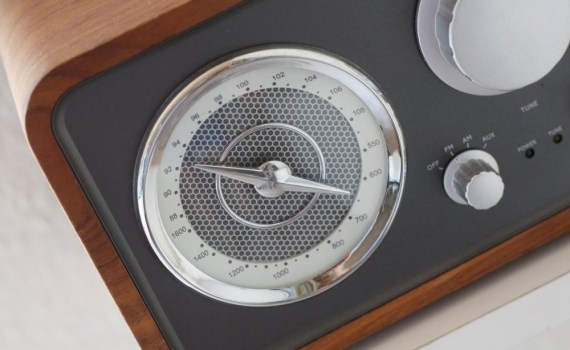 A closeup of a radio's dial.