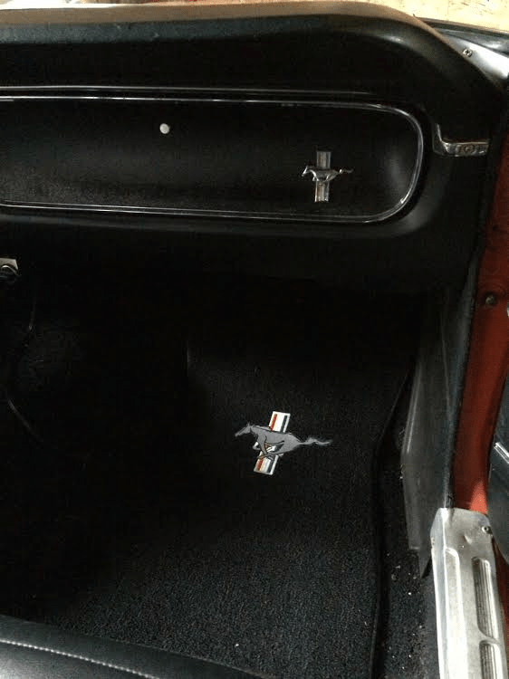 glovebox-and-floor-mat