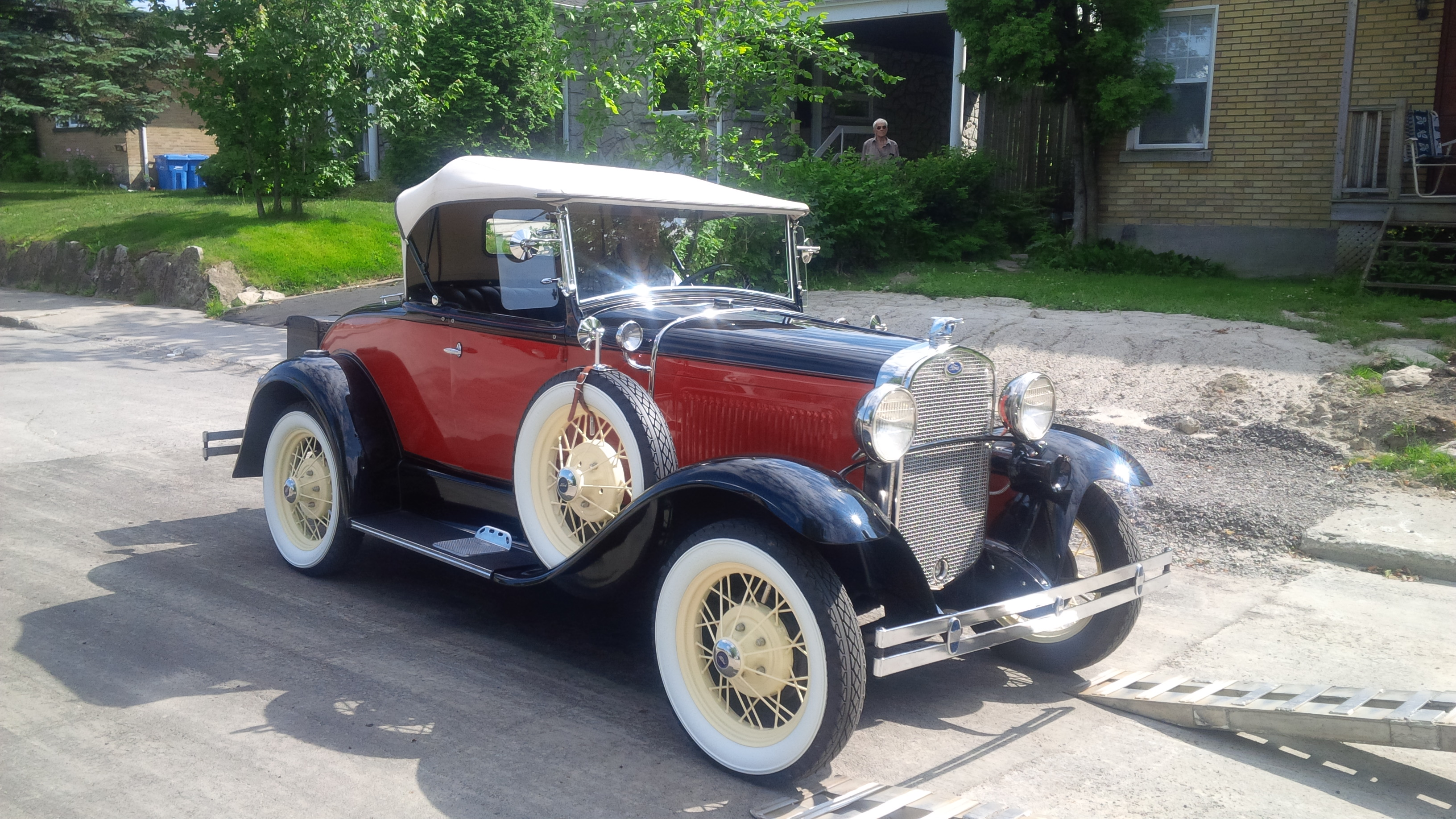 7-Ford-1930-roof-on