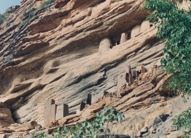 Tombeaux sur la falaise