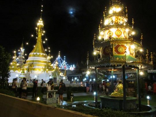 Les temples, de nuit