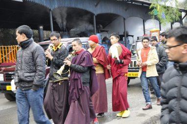 Procession près de la gare