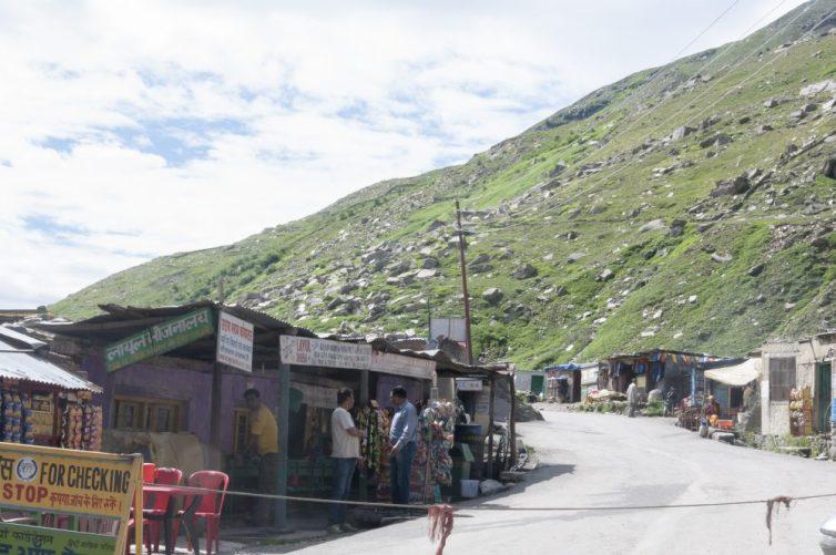 Chek point au pied du col du Rohtang