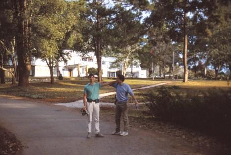 Mes 2 copains devant l'hôtel de Taunggyi