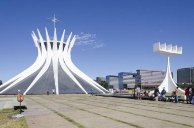 Catedral metropolotana (à gauche, ministèresà
