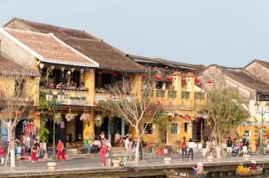 Les quais, me long de la rivière Thu Bon