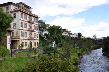 Rivière traversant Cuenca