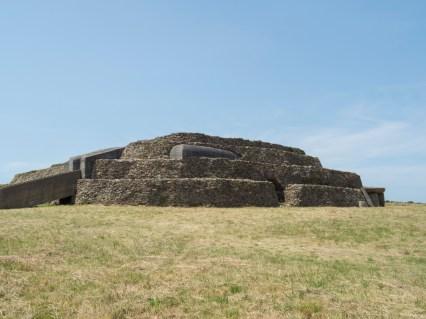 cairn du petit mont Golfe Morbihan, ré-utilisé par les Allemands
