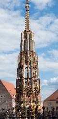 Nuremberg: horloge-fontaine du XVI