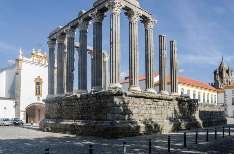 Evora temple romain
