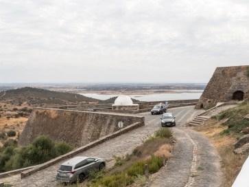 Monsaraz Au loin, un lac marquant la frontière avec l'Espagne