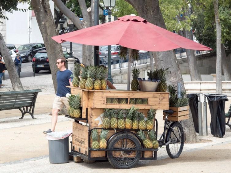 Lisbonne: vendeurs de jus d'ananas