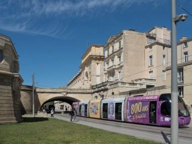 Montpellier: Peyrou le pont vers l'écusson