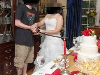 Groom is called out for turning up in T-shirt and shorts for his wedding