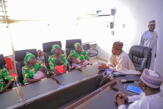 Governor Zulum receives 6 girls who escaped from Boko Haram enclaves with 9 children