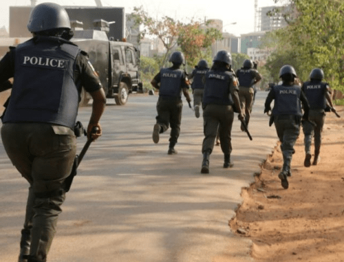 Teenage female suspected robbers arrested by police and hunters in Osun