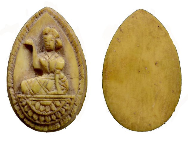 Nang Kwak LP Derm Pim Gleeb Bua carved Lotus Petal shapd ivory amulet