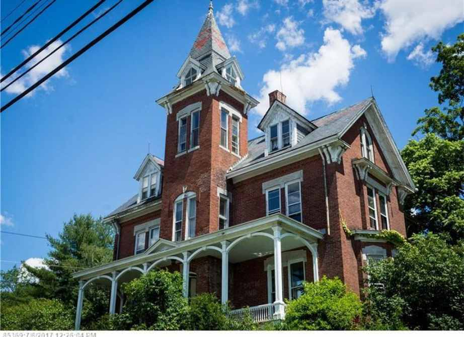 1882 victorian fixer upper for sale in lewiston maine captivating houses. Black Bedroom Furniture Sets. Home Design Ideas