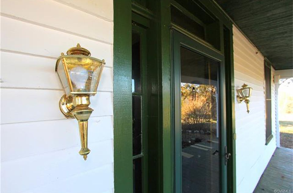 1900's Farmhouse For Sale In Cumberland Virginia