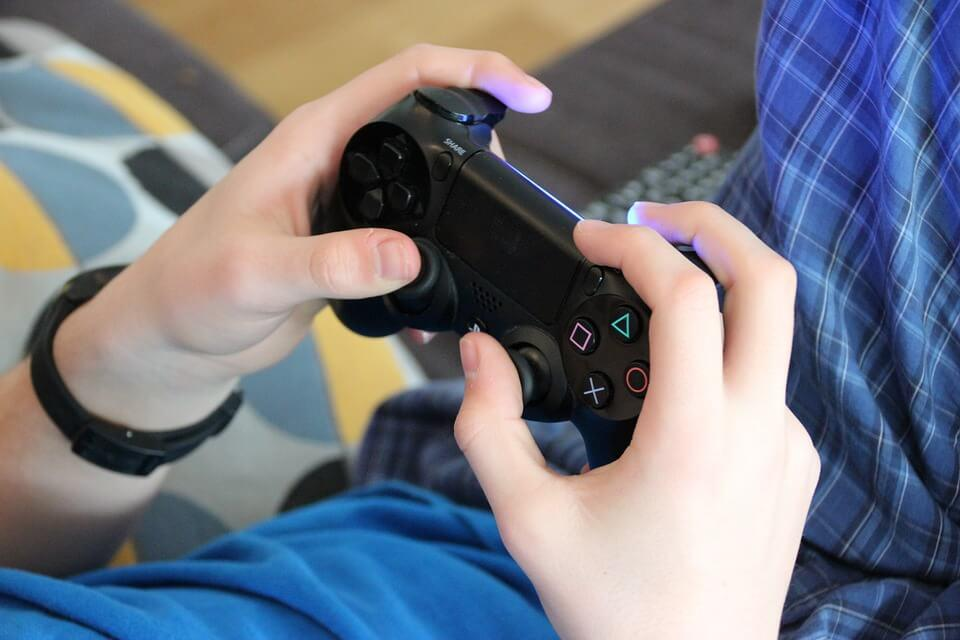 Learning Without Boundaries: Online Games in Today's World