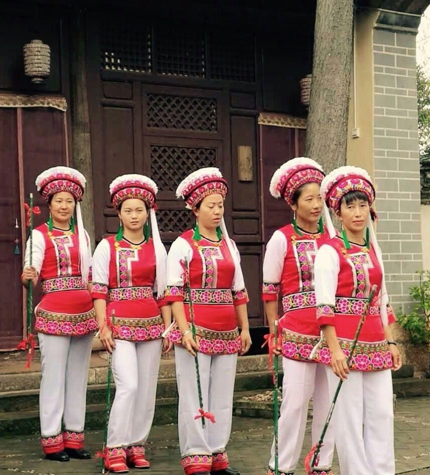 Old Theatre Inn staff perform Bai dance in the courtyard - Shaxi Old Theatre Inn - Yunnan China