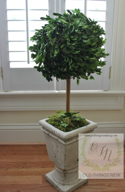 Living Room AND Boxwood Wreath 013