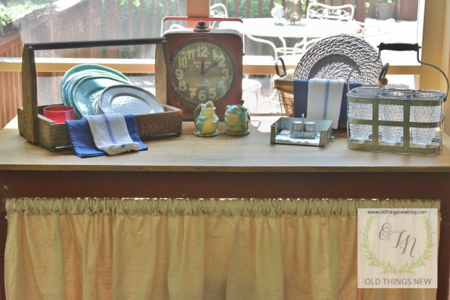 screened porch table 008