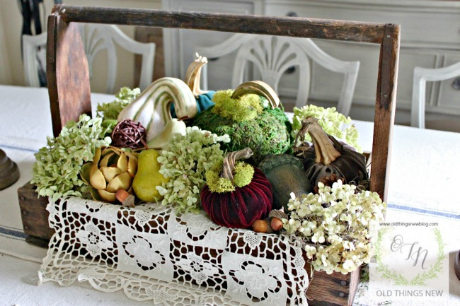Fall decor indoors 112