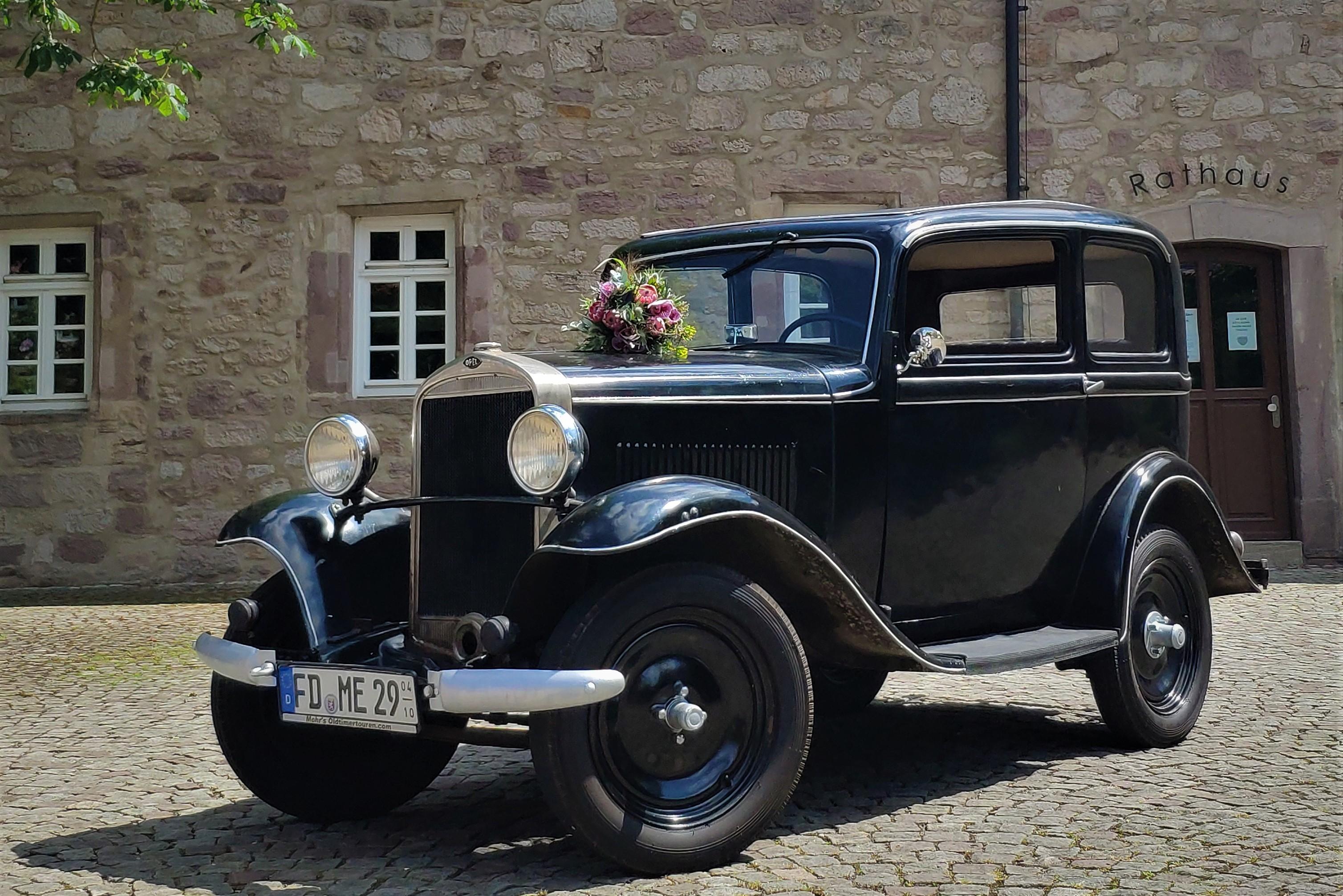 Opel 1,2 Liter schwarz Baujahr 1934 Oldtimer Hochzeitsauto