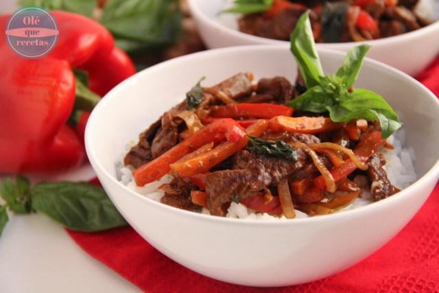 Ternera con verduras y albahaca al estilo oriental