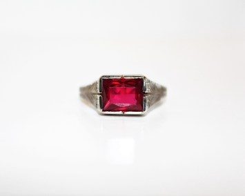 10kwg-gents-syn-ruby-ring-size-11