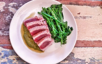 Grilled tuna with pesto
