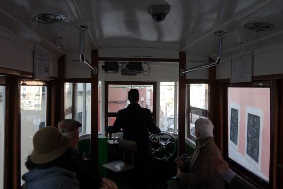 Im Ascensor da Glória Lissabon