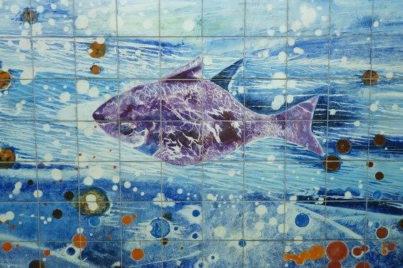 """Einzelner Fisch aus den """"Meeresfluten"""""""